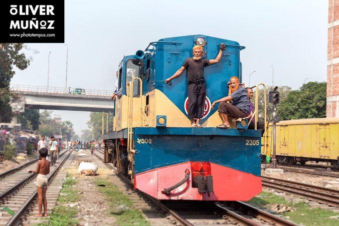 Kaos en Dacca y cómo vivir con las ratas en las vías del tren